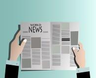 买卖人读书报纸 免版税库存图片