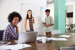 买卖人画象开创造性的会议在办公室 免版税库存照片