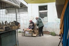 买的许多事在黑市上在Ulaanbaatar在Mongolie 免版税库存照片