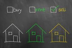 买租出售复选框在黑板的房子图画 免版税库存照片