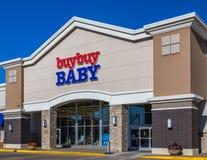 买购买婴孩零售店和外部 库存图片