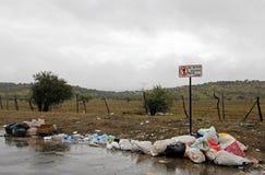 乱丢垃圾在前面不乱丢标志,智利 库存图片