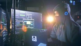 乱砍一位男性黑客的过程在隐藏处地方 影视素材