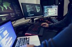 乱砍射击的不同的人计算机 免版税库存图片