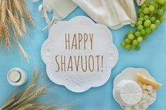 乳制品和果子 犹太假日- Shavuot的标志 图库摄影