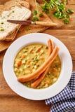 乳脂状的汤用熏肉香肠香肠供食用面包 库存图片