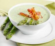 乳脂状的汤用芦笋 免版税库存图片