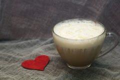 乳脂状的热奶咖啡 免版税库存图片