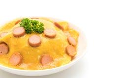 乳脂状的煎蛋卷用在米的香肠 库存图片