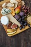 乳酪、熏火腿和梨 图库摄影