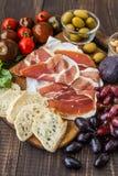 乳酪、熏火腿和梨 库存图片
