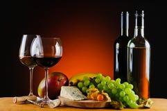 乳酪、酒和果子 免版税图库摄影