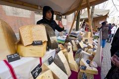乳酪专业在公平的停留演出地 免版税库存照片