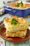 乳酪从未经发酵的面团的吹饼 免版税库存图片