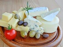 乳酪分类, emmentaler,青纹干酪, camember 免版税库存照片