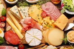 乳酪和开胃菜的各种各样的类型自助餐被设置的 库存照片