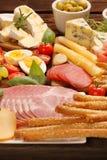乳酪和开胃菜的各种各样的类型自助餐被设置的 库存图片
