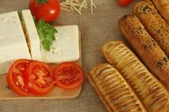 乳酪和蕃茄早餐  免版税库存图片