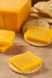乳酪和薄脆饼干开胃菜 库存图片