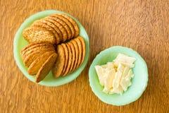 乳酪和薄脆饼干快餐 免版税库存照片