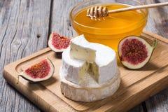 乳酪咸味干乳酪和软制乳酪 库存图片