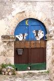乳酪商店,意大利的被绘的门 免版税图库摄影
