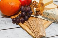 乳酪在欧洲风格的板开胃菜 库存图片