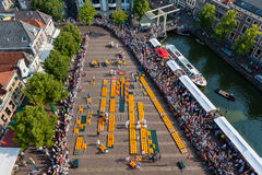 乳酪市场在阿尔克马尔荷兰 库存图片