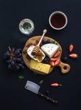 乳酪开胃菜选择或呜咽声快餐集合 库存照片