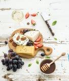 乳酪开胃菜选择或酒快餐集合 库存照片