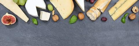 乳酪板盛肉盘板材瑞士面包软制乳酪copyspace banne 库存图片