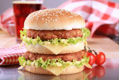 乳酪汉堡双 免版税图库摄影