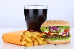 乳酪汉堡汉堡包和油炸物菜单膳食组合可乐喝unhe 免版税库存照片