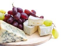 乳酪盘子用葡萄 库存照片