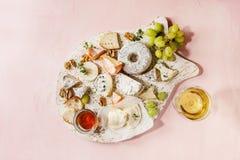 乳酪盘子用蜂蜜 免版税库存图片