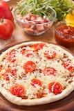 乳酪薄饼原始的蕃茄 免版税库存图片