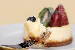乳酪蛋糕叉子果子 库存图片