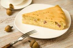 乳酪蛋糕和一把叉子在桌上 库存照片
