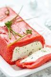 乳酪陶罐包裹与熏制鲑鱼 库存照片