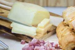 乳酪香肠面包 免版税图库摄影