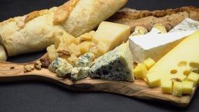 乳酪-咸味干乳酪、软制乳酪、羊乳干酪和切达乳酪的各种各样的类型 股票录像
