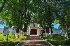 了不起的受难者费多尔Stratilat的教会在假定修道院里在亚历克萨尼昂,俄罗斯 库存图片