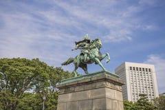了不起的武士Kusunoki Masashige的雕象在东方加尔德角 免版税库存照片
