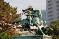 了不起的武士Kusunoki Masashige的雕象 免版税图库摄影