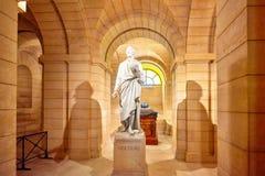 了不起的法国作家的雕象-地下室ne的伏尔泰 免版税库存照片