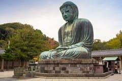 了不起的菩萨的巨大的古铜色雕象 免版税库存图片