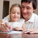 了解女儿的父亲 免版税库存图片