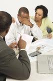 给予夫妇坏消息的会计 免版税库存照片