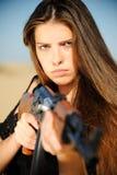 争取女孩枪设备 图库摄影
