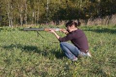 争取女孩枪 免版税库存图片